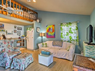 Tropical Hobe Sound Cottage - 1 Mile to Beach!