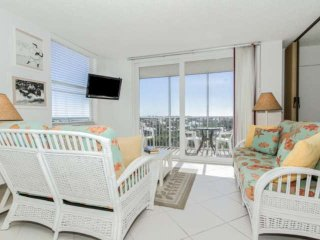 Newly Listed, 9th Floor Condo, Free Beach Parking, Heated Pools, Beautiful Gulf