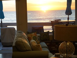 Sun and Fun Incredible Ocean Front Beach House with Amazing Views & A/C