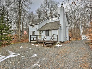 NEW! 3BR Poconos Home w/ Grill & Deck- Near Lake!