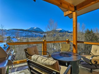Peaceful Silverthorne Condo near Free Ski Shuttle!