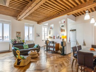 Apartment decoration, style and elegance in Lyon - W213