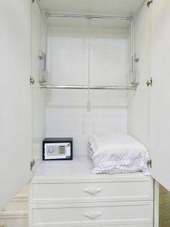 17 - Wardrobe (Safe & Extra Pillows)