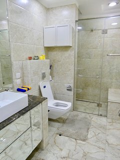 20 - Washroom (view upon entrance)