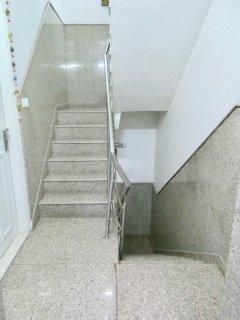 28 - Stair Case (2 floor climbs)