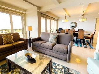 Dog-friendly condo in gated community - shared pools & hot tubs, beach access!
