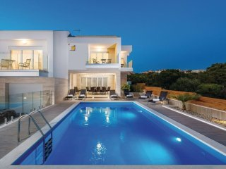 Villa Isola, luxury villa with a private pool