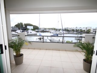 4 bd Luxury Waterfront with Resort Amenities
