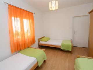 Apartments Milat- One Bedroom Apartment with Terrace and Garden View