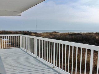 OCEAN 21: Beautiful 2Bed 2Bath Oceanfront Condo, Brigantine, NJ