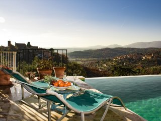 L'Amuse du Paradis: Spacious & luxuous villa with pool, stunning panoramic views