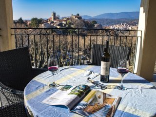 L'Amuse du Paradis :  Luxuous appartment (4 people), heated pool & stunning view