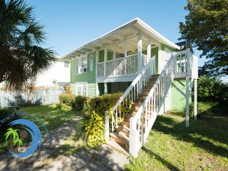 Beach Nook UP! Beach Across Street! PET FRIENDLY!