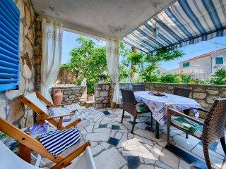 Sunny holiday apartment near the sea - Carmen Vis