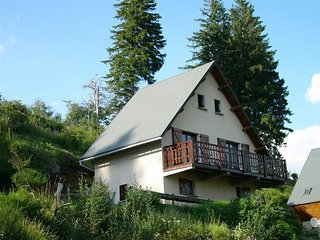 AGREABLE CHALET a  BESSE au coeur de la nature