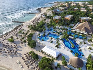 Beach and swimming pool, restaurant, bars you can access.
