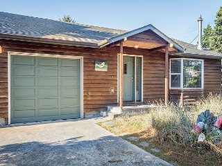 Lovely 2BR Beach House with Game Garage, 1 Mile from Downtown