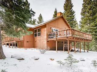 Updated Retreat | Fireplace, Large Deck & Grill | Near Rec Center & Eateries