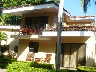 Dulces Suenos, Vista Ocotal: Luxurious, comfortable villa, steps from the beach!