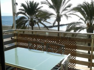 APARTMENT IN FRONT OF BEACH ALMERIA CITY