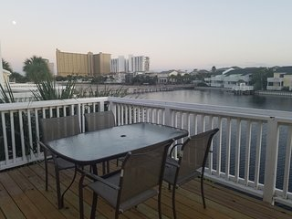 2BED/2.5BATH Lakefront Condo - 3 minute walk to beautiful 300' PRIVATE BEACH