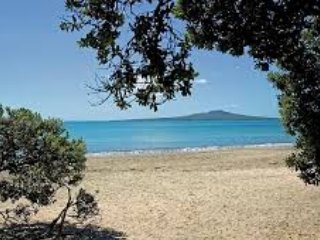 Relax on Takapuna Beach, one of the most beautiful beaches!