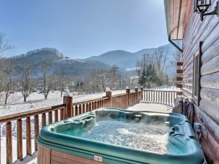 NEW! 4BR Maggie Valley Cabin w/Hot Tub & Game Room