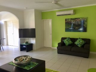 PALM COVE ACCOMMODATION - 1 B/R SWIM OUT POOL APARTMENT