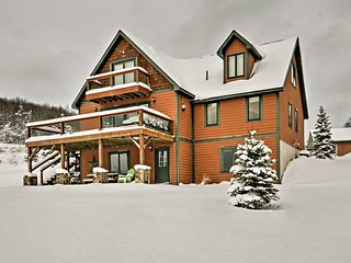NEW! Mountaintop 5BR Ellicottville Home w/ Deck!