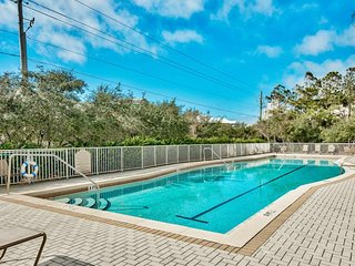 Airy Seagrove condo with marble countertops, fireplace, pool - Seas The Day