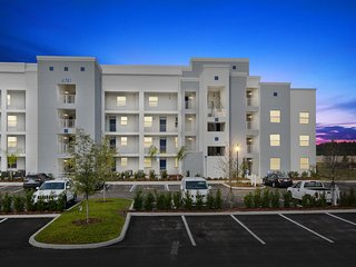 Two Bedroom Close to Disney * Storey Lake Orlando FL