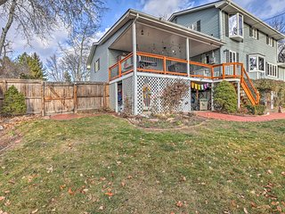 Arvada Apt w/Pool, Hot Tub, Deck - Mins to Denver!