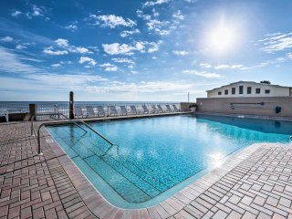 NEW! Oceanfront Daytona Beach Studio -Pool Access!