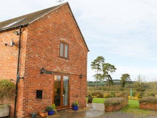 RYELANDS COTTAGE, barn conversion, views of Wenlock Edge, pet-friendly, Ref