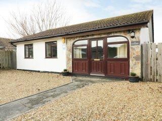 BEACHCOMBERS, open plan, conservatory, quiet location, in St Merryn, Ref. 970062