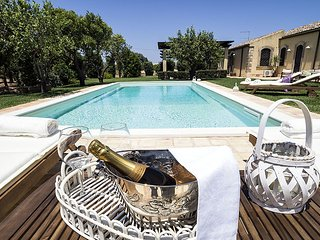 5 bedroom Villa in Syracuse, Sicily, Italy : ref 5476427