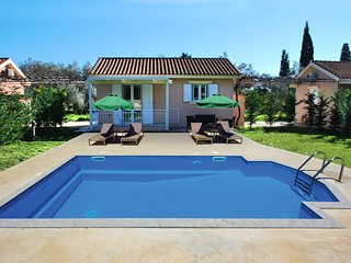 One bedroom villa with private pool close to Avithos beach in Svoronata village