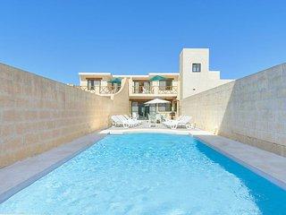 Sannat Villa Sleeps 8 with Pool Air Con and WiFi - 5334489