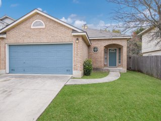 Lovely Home! 5 Bedrms. Between Downtown & Six Flags. No Booking Fee! Call Today!