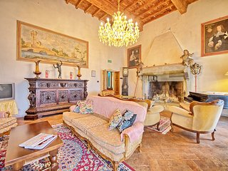 5 bedroom Apartment in San Polo in Chianti, Tuscany, Italy : ref 5239389