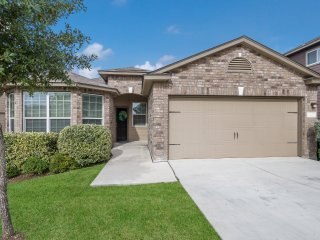 Beautiful Home near DownTown (Riverwalk/Alamo). BMT Grad Favorite!