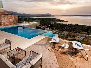 Villa Akri / Gazing the amazing view of the Cretan Sea