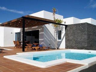 2 bedroom Villa in Playa Blanca, Canary Islands, Spain - 5698800