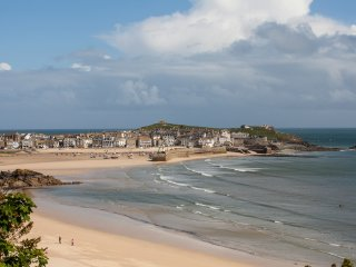 All three St Ives beaches are within a few minutes level walking from the apartment.