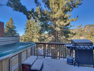 Cozy 3 bedroom town home close to Heavenly, Hot Tub, BBQ (SL223A)