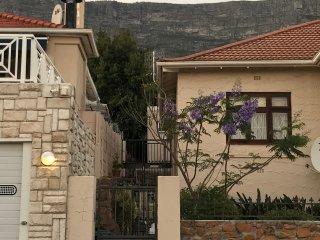 Casa Z 1 Bedroom, 1 Bath Garden Cottage in quiet location