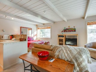 Recently updated, close to skiing, w/ shared pools, hot tub and sauna!