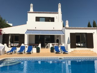 Casa Manala, Carvoeiro. 4 bed villa, walking distance, heated pool, A/C, wifi