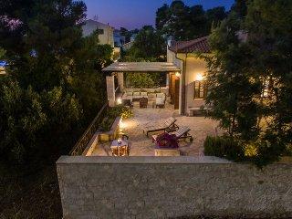Koukounari luxury villa with swimming pool