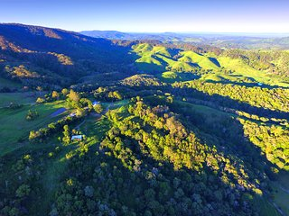 Rosecliffe Tree Tops- A Noosa Hinterland Nature Retreat - Farm Stay